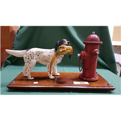 BIRD DOG ORNAMENT ON WOOD STAND