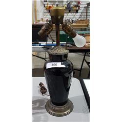 VINTAGE TABLE LAMP W/ORNATE BRASS ACCENTS