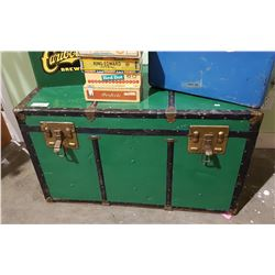 VINTAGE GREEN STEAM TRUNK W/TRAY