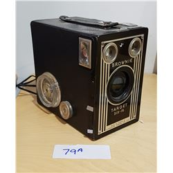 VINTAGE BROWNIE CAMERA/RADIO