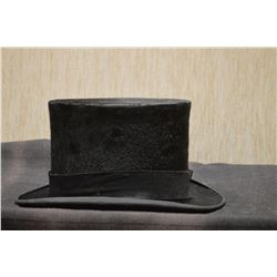 Top hat by Leger Paris