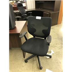 BLACK MESH MID BACK TASK CHAIR