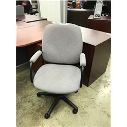 LIGHT GRAY MID BACK EXECUTIVE CHAIR