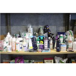 SHELF LOT OF HOUSEHOLD PRODUCTS INCLUDING TOILETRIES, BATHROOM PRODUCTS AND MORE