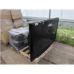 PALLET INCLUDING SONY TV AND TV STAND