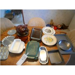 Huge LIKE NEW  Bakeware Lot