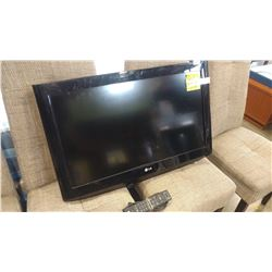 LG 32 INCH TV WITH REMOTE
