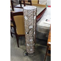 METAL AND WICKER FLOOR LAMP