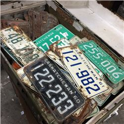 Trunk c/w Approx 180 License Plates 1930,40,50,60,70-as found