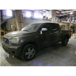 2008 TOYOTA TUNDRA 4 DOOR PICKUP, 5.7L V8, AUTOMATIC, FULLY LOADED, 311,000KMS