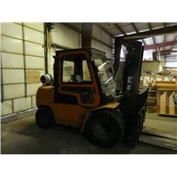 HC MODEL CP S/N: 071030995 LPG FORKLIFT WITH DUAL FRONT TIRES, SIDE SHIFT AND ENCLOSED CAB