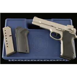 Smith & Wesson 4506-1 .45 ACP SN: VMM5911