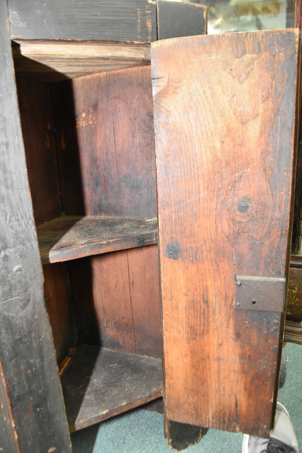 ... Image 2 : Antique Quebec Pine Painted Corner Cabinet With Single Door  And Hand Hammered Hinges