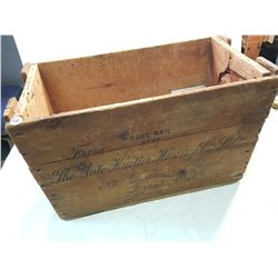 The Auto Knutter Hosiery wood Crate (antique)