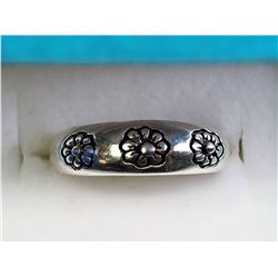 #26-STERLING SILVER RING WITH FLOWER DESIGN
