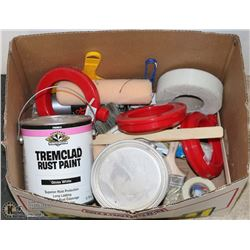 BOX WITH 3.78L TRIMCLAD RUST PAINT, 3.78L WHITE