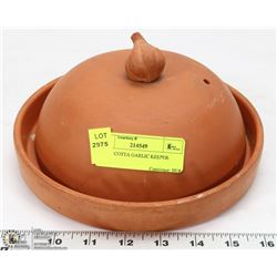 TERRA COTTA GARLIC KEEPER.
