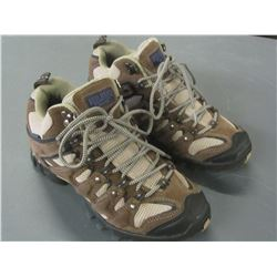 Red Head Women's size 7m Hiking shoe