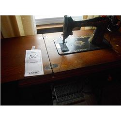 Antique Singer Sewing Machine / Needs repair