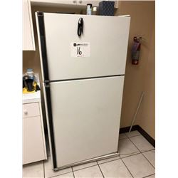 Kenmore refrigerator / freezer (ice maker works)