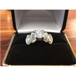 LADIES 14K WHITE GOLD RING CONTAINING 41 DIAMONDS (2.66CTS DIAMONDS/5.8GMS GOLD)