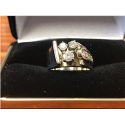 LADIES 10K WHITE GOLD RING CONTAINING 7 DIAMONDS (0.59CTS DIAMONDS/8.7GMS GOLD)
