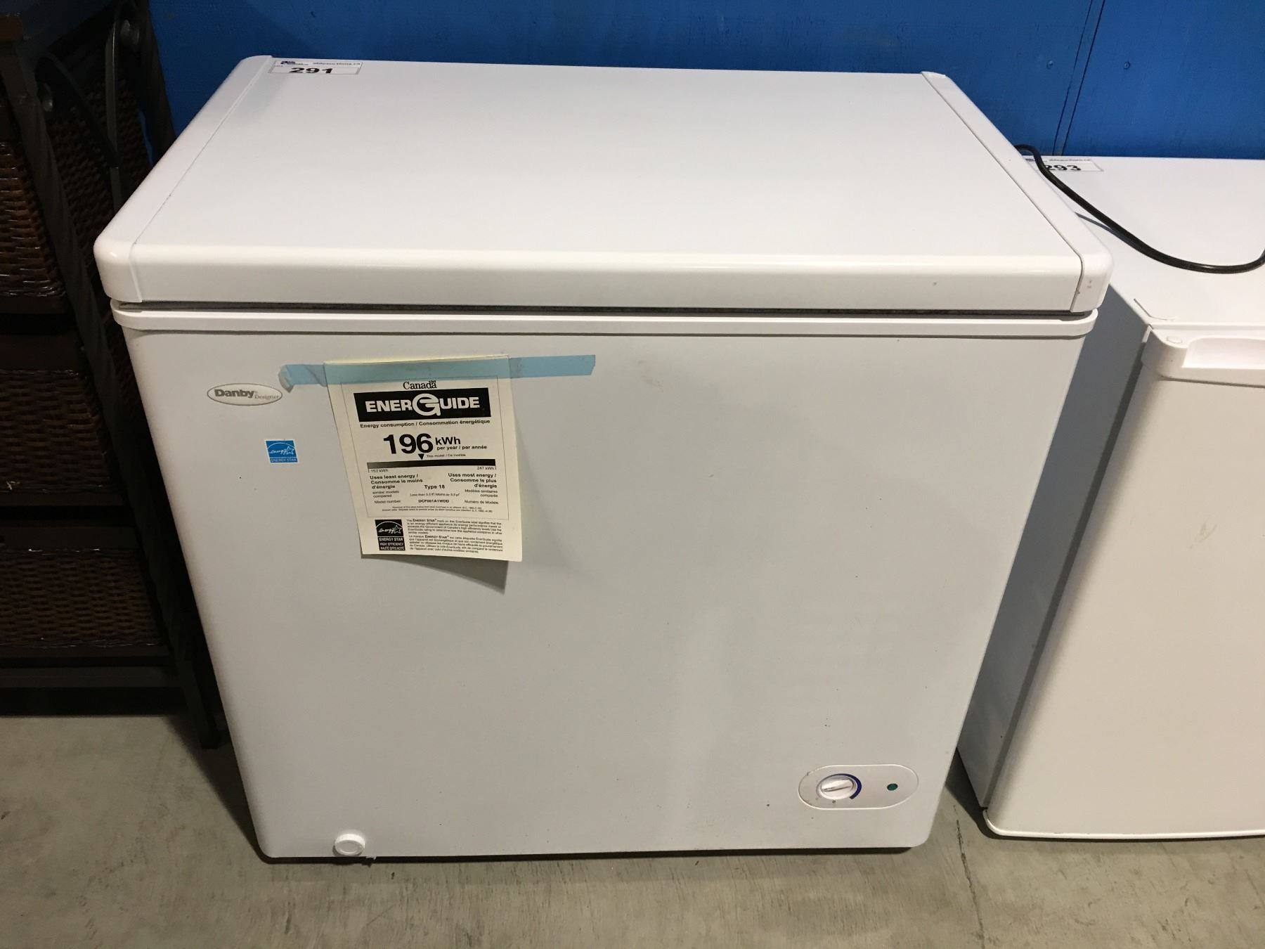Image 1 : DANBY DESIGNER WHITE APARTMENT SIZE FREEZER