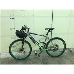 GREY GIANT 24 SPEED FRONT SUSPENSION MOUNTAIN BIKE WITH FRONT AND REAR HYDRAULIC DISC BRAKES