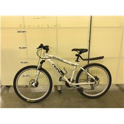 WHITE NORCO SCRAMBLER 21 SPEED FRONT SUSPENSION MOUNTAIN BIKE WITH FRONT AND REAR DISC BRAKES