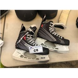 PAIR OF BAUER VAPOR X40 US 9.5 HOCKEY SKATES