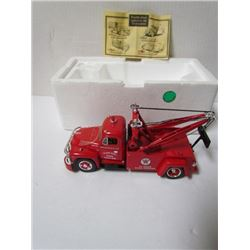 Texaco 24 hour Road Service 1955Diamond T Wrecker 1:34 Scale Die Cast Metal Replica in original box