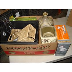 BOX OF BEER GLASSES BASKETS AND HAND BLENDER