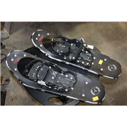 PSIR OF SNOW SHOES