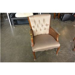 VINTAGE BUTTONBACK CHAIR