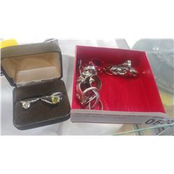 TWO LADIES DINNER RINGS AND LOT OF NOVELTY RINGS