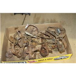 LOT OF EIGHT LEG HOLD TRAPS