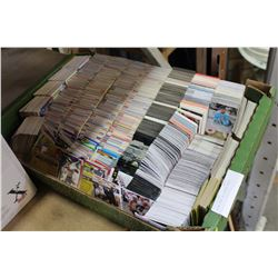 LARGE TRAY OF SPORTS CARDS
