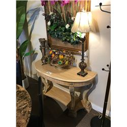 LIGHT WOOD 2 TIER CONSOLE TABLE WITH 2 CANDLE HOLDERS, FRUIT BASKET & TABLE LAMP