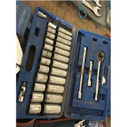 SOCKET SET IN CASE