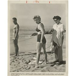 Marilyn Monroe behind-the-scenes bathing suit photograph from Clash By Night.