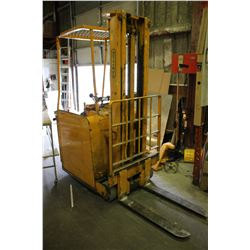 YELLOW MOTO TRUCK ELECTRIC FORKLIFT