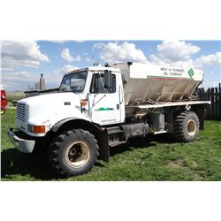 1994 IH 3800 fertilizer spreader truck