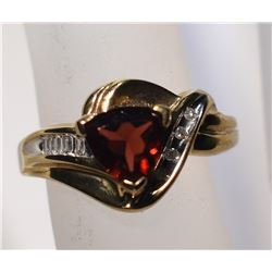 10kt GOLD RING w/CENTER GARNET  SIZE 6 3/4