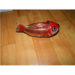 METAL WIND-UP TOY - WALE EATING FISH