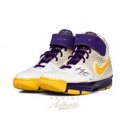 Kobe Bryant Signed Lakers Pair of (2) Nike Zoom Kobe 2 Shoes (Panini COA)