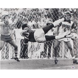 Pele Signed 16x20 Photo (PSA COA)