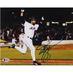 Mike Piazza Signed Mets 8x10 Photo (Beckett COA)