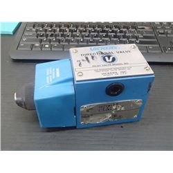 Vickers Directional Control Valve, P/N: 879249 DG4S4 012A B 60
