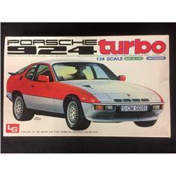 MOTORIZED LS PORSCHE 924 TURBO 1:25 SCALE UNASSMBLED MODEL KIT W/ BOX