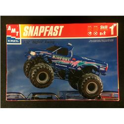 "AMT/ERTL SNAPFAST ""BIGFOOT"" RACING  1:32 SCALE UNASSEMBLED MODEL KIT W/ BOX"